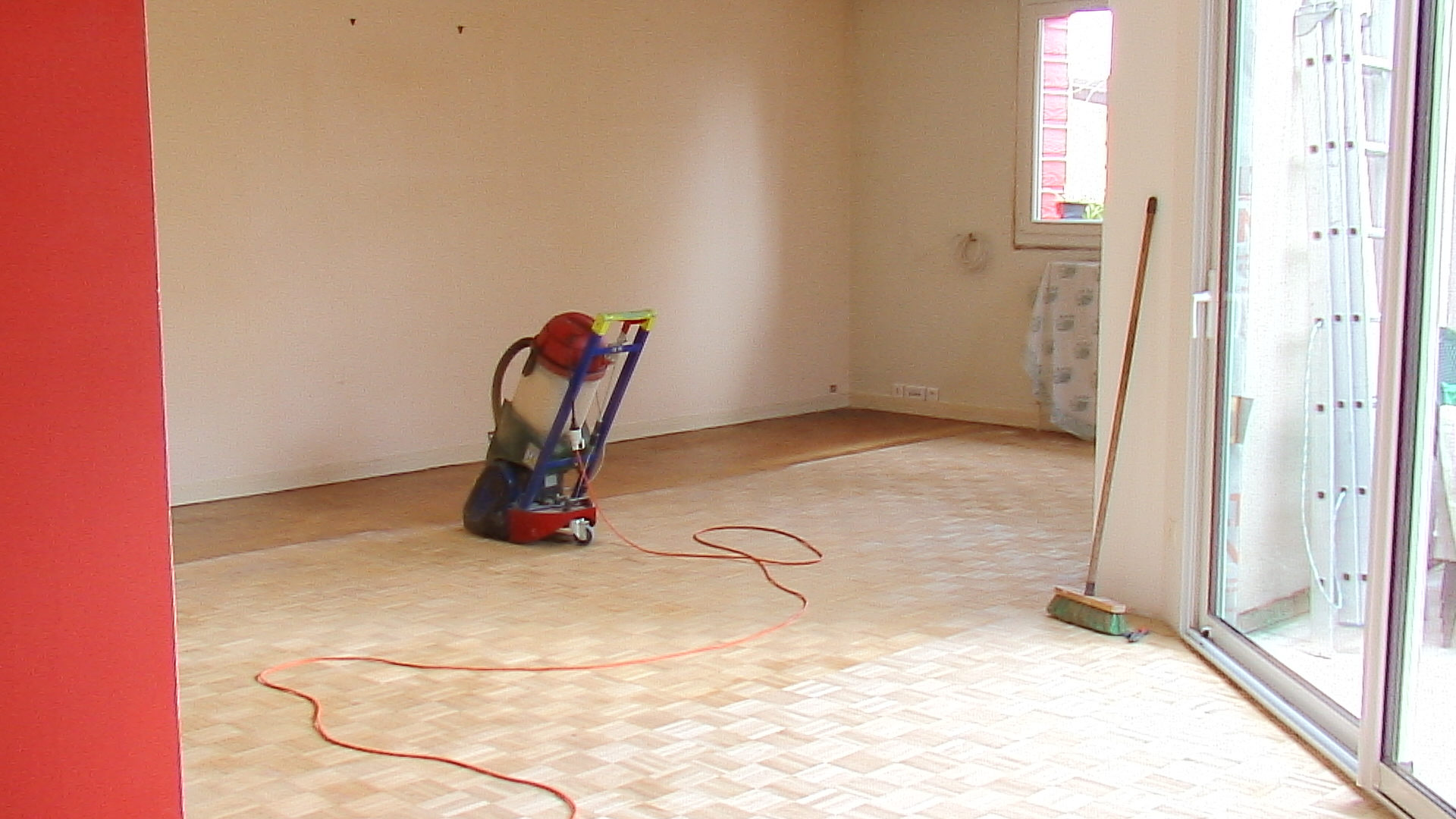 La maison rouge pon age et vitrification du parquet - Poncage et vitrification du parquet ...